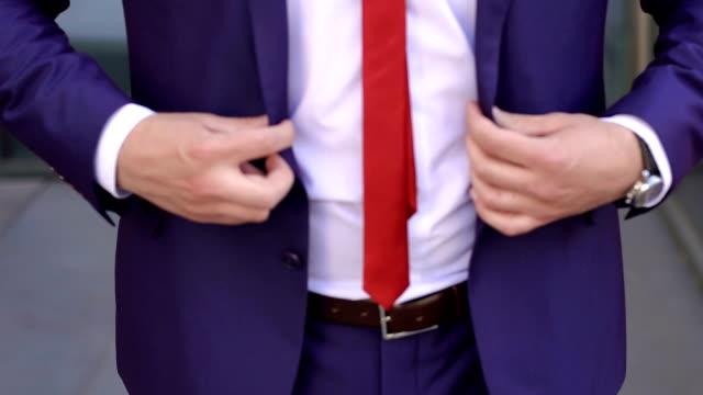 stockvideo's en b-roll-footage met zakenman buttoning vest, close-up. - men blazer