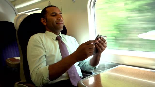 vídeos y material grabado en eventos de stock de empresario he viajado en tren e libro de lectura - viaje en primera clase