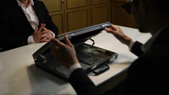 businessman get cash dollar money. - szpieg filmów i materiałów b-roll