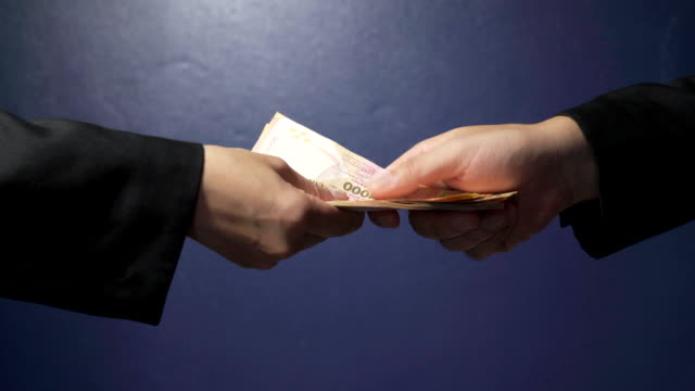 businessman giving money to his partner. - reso video stock e b–roll
