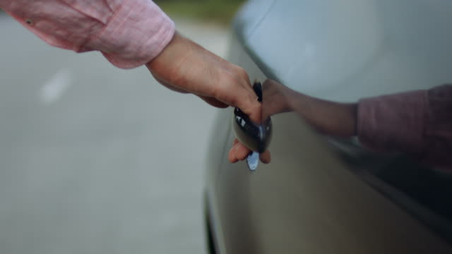 businessman in classic shirt opening car door - sportello d'auto video stock e b–roll
