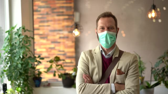businessman looking at camera - businessman covid mask video stock e b–roll
