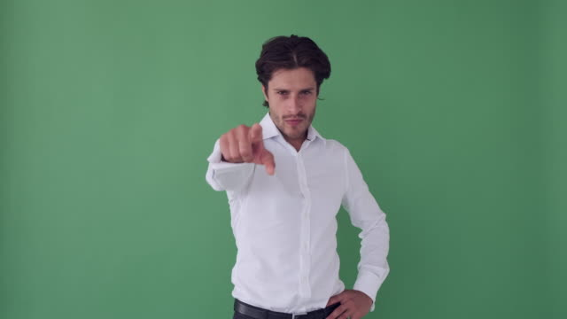 businessman pointing finger at camera - mani sui fianchi video stock e b–roll