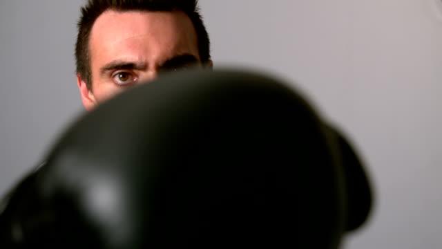 stockvideo's en b-roll-footage met businessman punching with black gloves - overhemd en stropdas