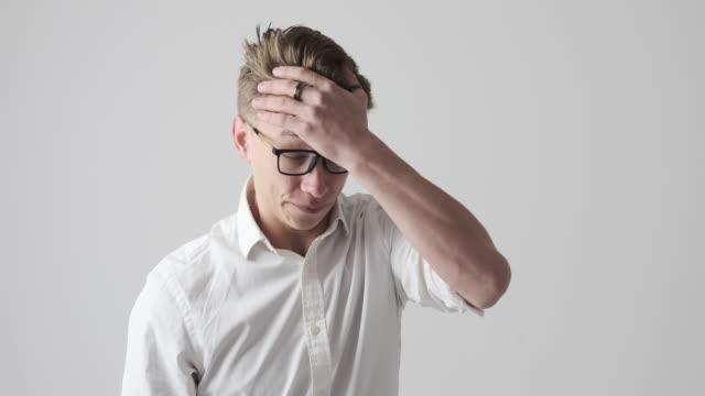 businessman regretting wrongdoing of someone - трясти стоковые видео и кадры b-roll