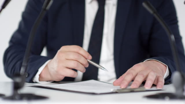 businessman signing contact - appalti pubblici video stock e b–roll