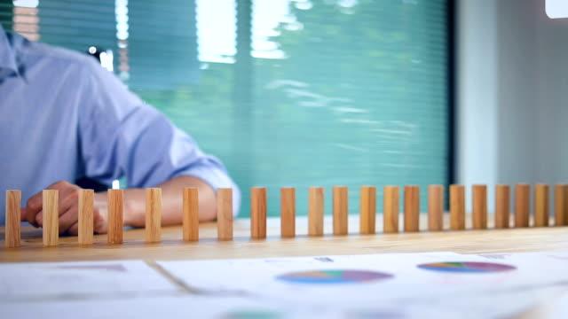 vídeos de stock e filmes b-roll de businessman stop domino slow motion - risco