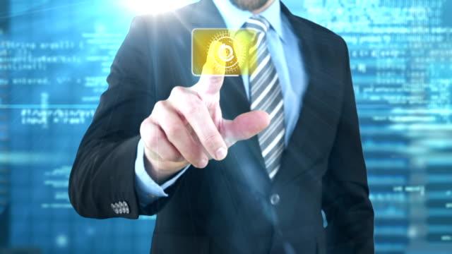 Homme d'affaires touchant un écran numérique - Vidéo