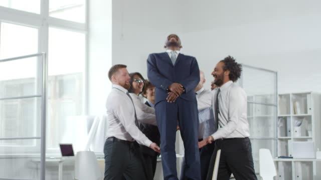 businessman trust falling into colleagues in office - fiducia video stock e b–roll