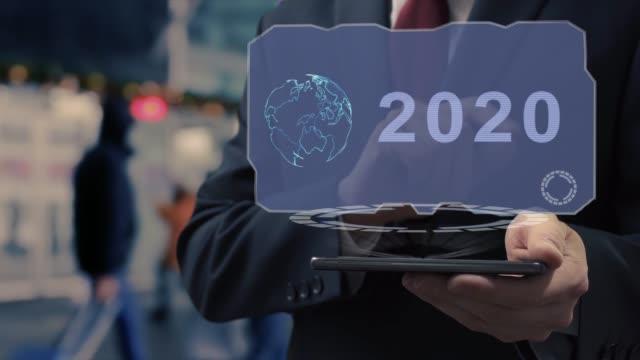 businessman uses hologram 2020 - ludzka osada filmów i materiałów b-roll