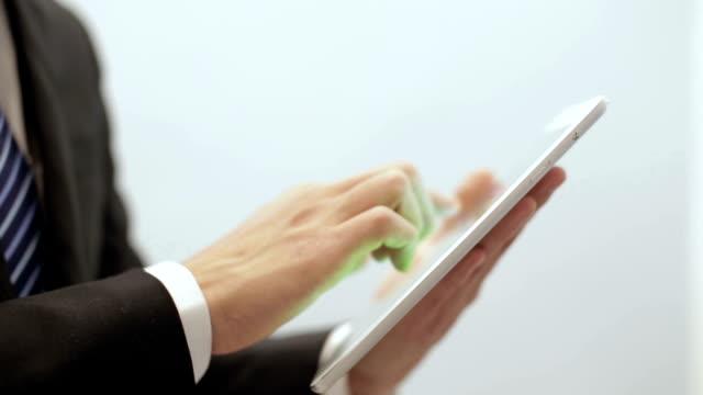 businessman using digital tablet - endast en medelålders man bildbanksvideor och videomaterial från bakom kulisserna