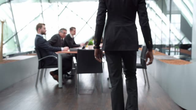 vídeos de stock e filmes b-roll de businessman walking into a business meeting - stabilized shot