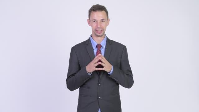 takım elbise giyen işadamı - bir orta yetişkin erkek sadece stok videoları ve detay görüntü çekimi