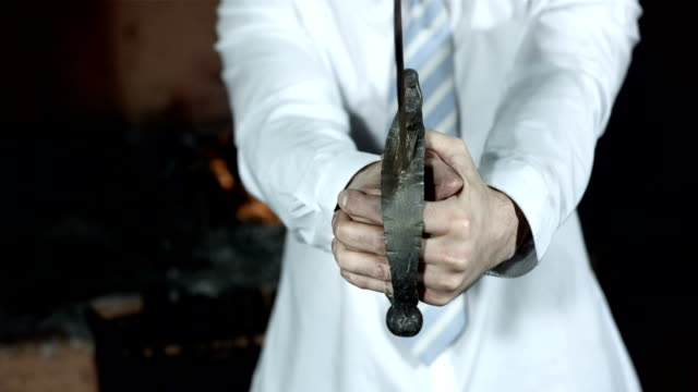 stockvideo's en b-roll-footage met hd: businessman with a sword - smederij
