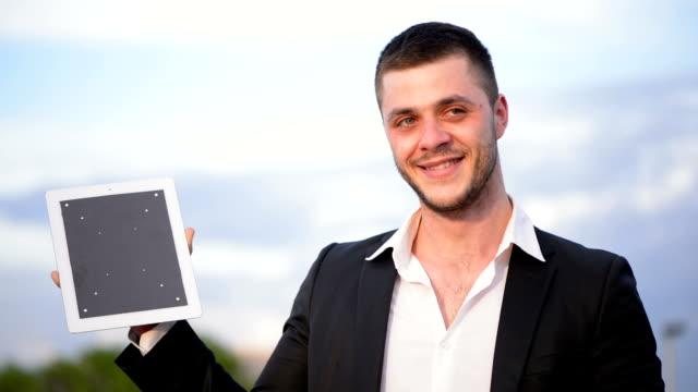 Homme d'affaires avec Tablette numérique - Vidéo