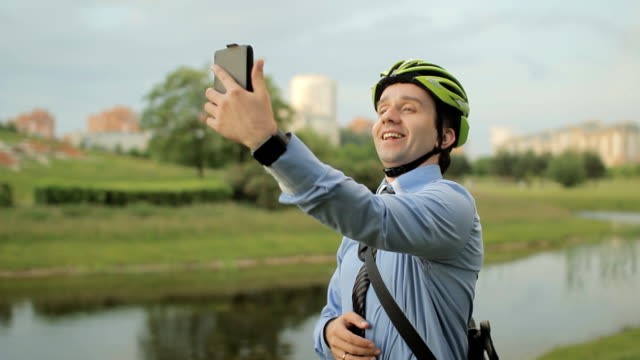 businessman with helmet and smartphone - solo bambini maschi video stock e b–roll