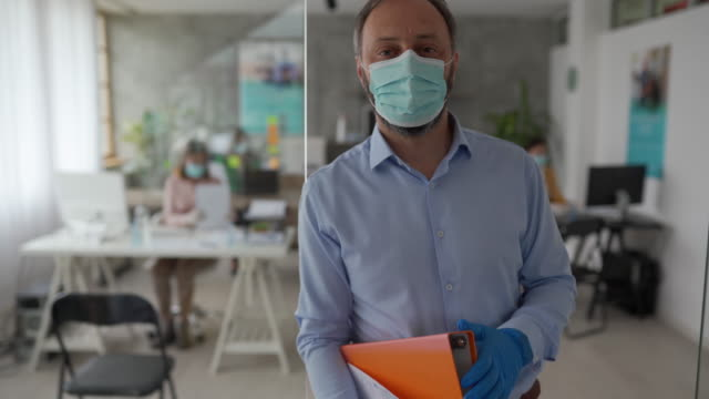 businessman with protective face mask in office - businessman covid mask video stock e b–roll