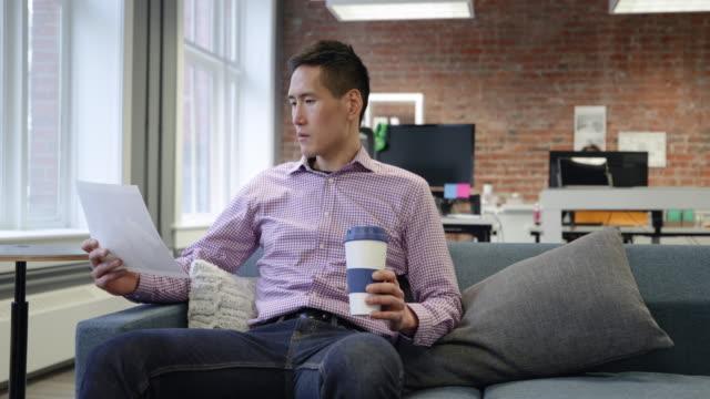 Video Businessman working in a modern office
