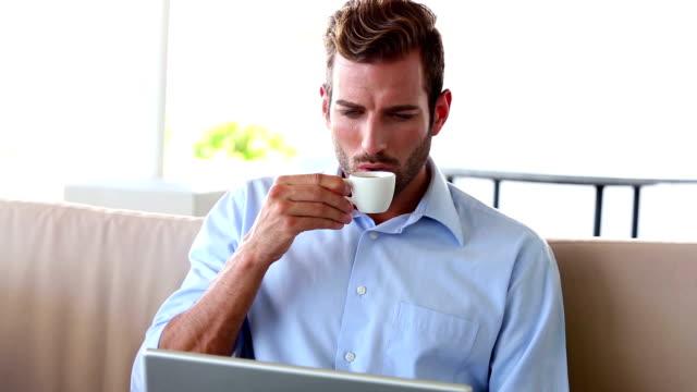 vidéos et rushes de businessman working on laptop and drinking espresso - man drinking terrace