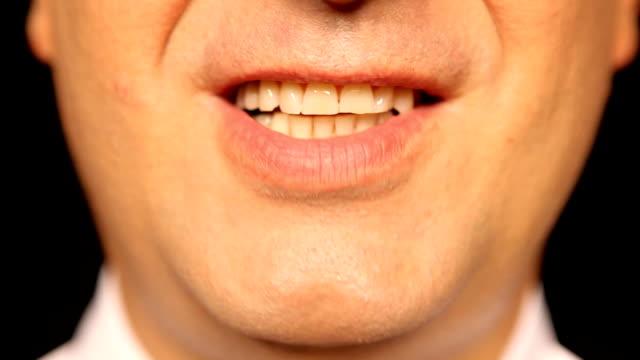 vidéos et rushes de businessmans bouche parler, vue de devant - bouche