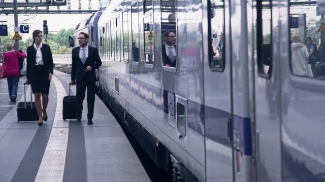 ビジネスマンの駅 ビデオ