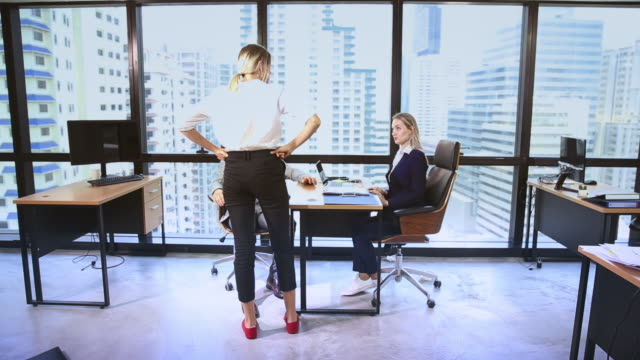businesswoman anger with a team in office meeting - nazionalità russa video stock e b–roll