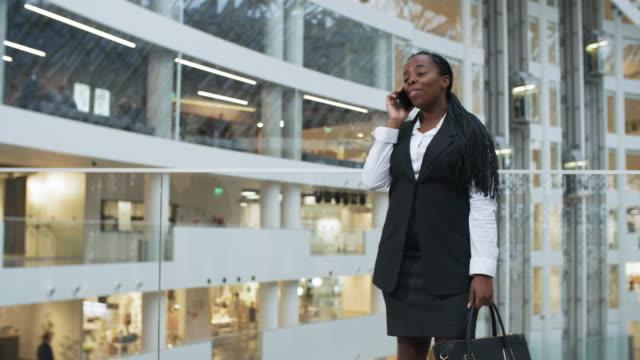 businesswoman having phone conversation and smiling - call center стоковые видео и кадры b-roll