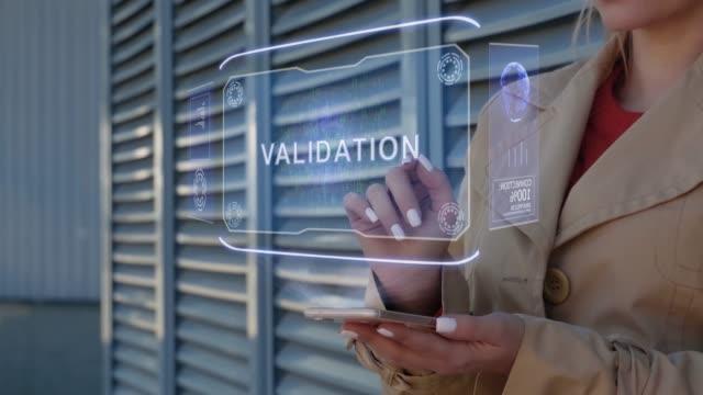 vídeos de stock, filmes e b-roll de empresária interage validação hud - validação