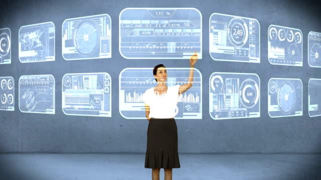 Femme d'affaires numérique écran tactile - Vidéo