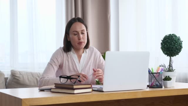 businesswoman using laptop for video conferencing - conference call stock videos & royalty-free footage