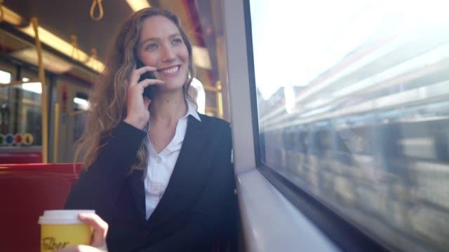 vídeos de stock, filmes e b-roll de mulher de negócios que usa o telefone esperto no trem - áustria