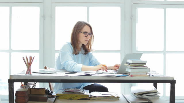 Businesswoman working in her office. video