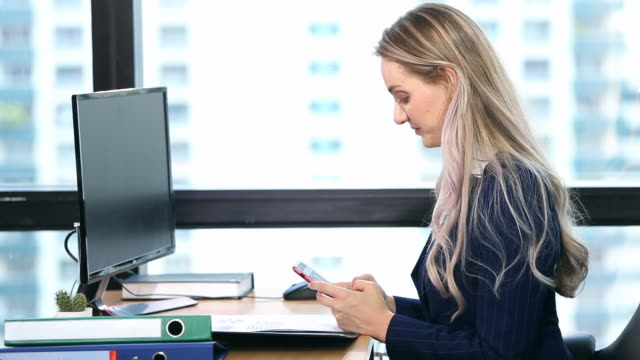 businesswoman working in office - nazionalità russa video stock e b–roll