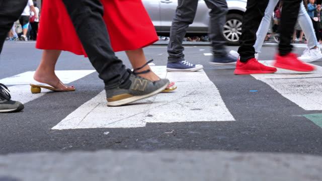 busy crosswalk at time square, new york usa - passare davanti video stock e b–roll