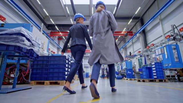 ds busy fabrik - halle gebäude stock-videos und b-roll-filmmaterial
