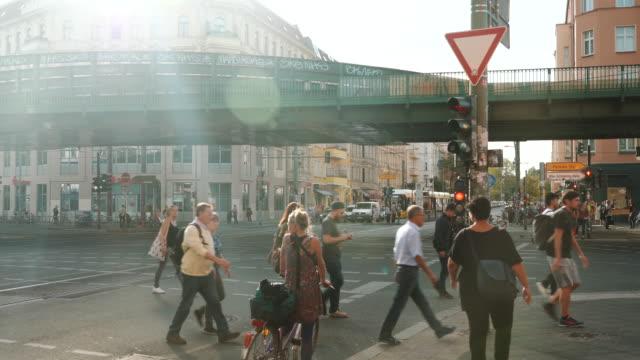 trafikerad gata i berlin, tyskland - berlin city bildbanksvideor och videomaterial från bakom kulisserna