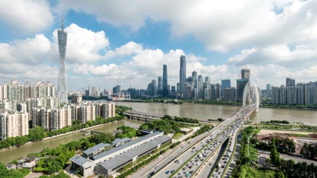 市街地の道路で渋滞と広州の街並みを、time lapse (低速度撮影) - 中国 広州市点の映像素材/bロール
