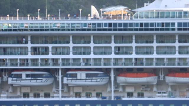 cabina su una nave da crociera in movimento - crociera video stock e b–roll