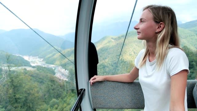 vídeos de stock e filmes b-roll de cable car cableway with woman passenger - ilha da madeira