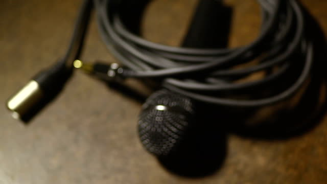 Cable, jacks and microphone video