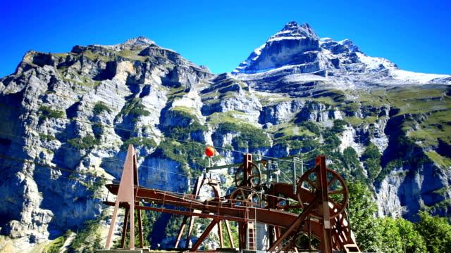 cablecar climbing schilthorn mountain - grindelwald bildbanksvideor och videomaterial från bakom kulisserna