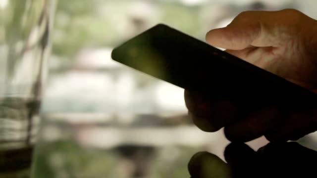 Café phone video