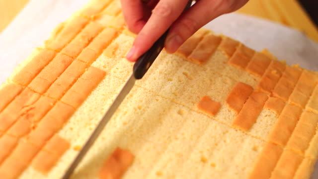 kuchen vorbereitung - selbstgemacht stock-videos und b-roll-filmmaterial
