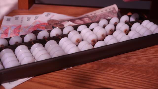 calculate on an abacus - abakus bildbanksvideor och videomaterial från bakom kulisserna