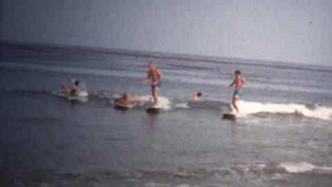 vidéos et rushes de (vintage 8 mm) 1968 california beach surf - vintage