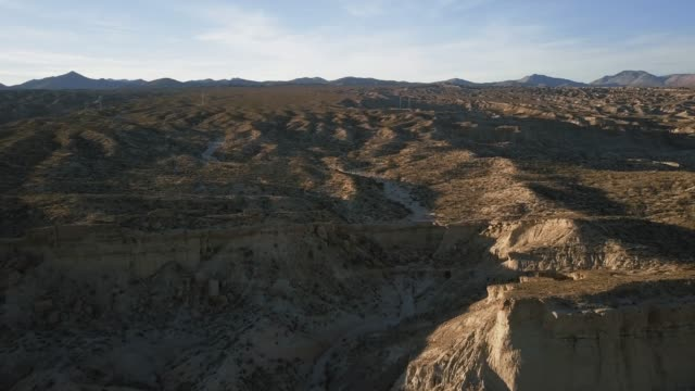 california desert landscape from above - parco statale del red rock canyon video stock e b–roll