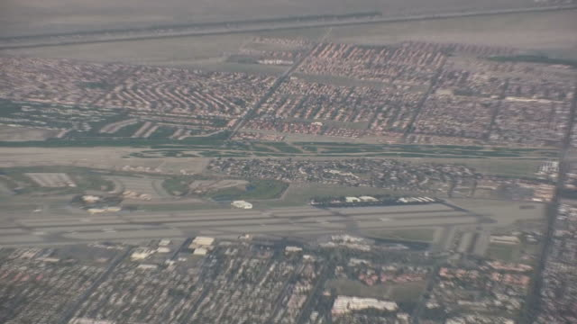 (HD1080i) California Desert: Palm Springs, Coachella Valley from Above, Pull video