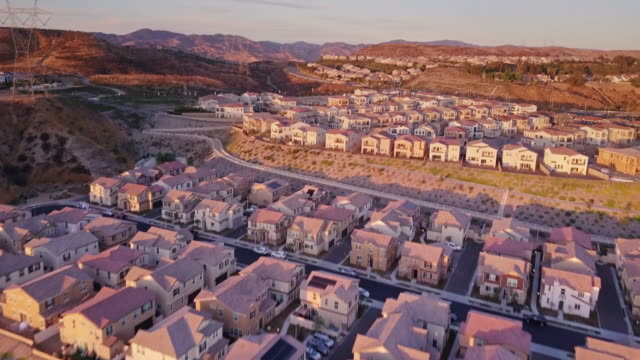 California Suburbia at Dusk - Aerial View видео