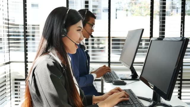 コールセンターの従業員 - オペレーター 日本人点の映像素材/bロール