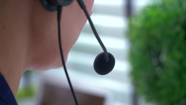 vídeos y material grabado en eventos de stock de el centro de llamadas funciona - centro de llamadas